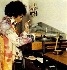 Hendrix and his Garrard 401 / Ortofon combo