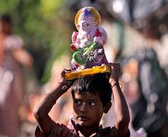 Parate e colori, l'India festeggia il Dio Ganesh