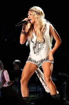 Carrie Underwood - Carrie Underwood's Amazing Legs in Pictures
