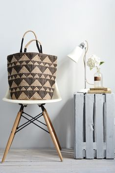Decorator's Notebook jute bag black triangles - low res