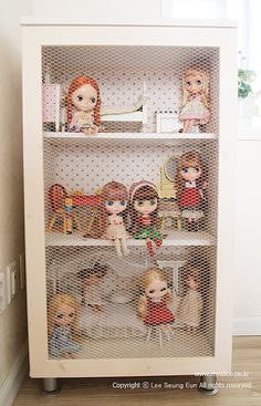 Blythe dollhouse...I would die for this!