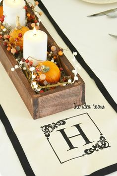 The Top 14 Mindblowing DIY Table Runner Designs. Thanksgiving Centerpieces, Table Centerpieces, Table Decorations, Reunion Centerpieces, Wedding Centerpieces, Thanksgiving Projects, Thanksgiving Table, Halloween, Diy Monogram