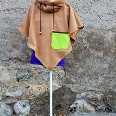 Poncho cape enfant polaire beige avec col capuche doublé polaire anis et sa  poche plaquée Cape be65fcfd10c0