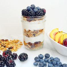 Just Good Granola, Greek yogurt, raw honey, and topped with summer berries! Best Granola, Summer Berries, Raw Honey, Greek Yogurt, Glutenfree, Oatmeal, Clean Eating, Healthy, Breakfast