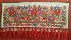 Kispál Mária - Népművészet mestere munkája. Hand Embroidery Patterns, Embroidery Art, Hungarian Embroidery, Hungary, Needlework, Marvel, Creative, Clothing, Mexican Embroidery