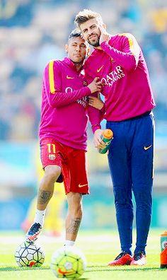Neymar and pique Fc Barcelona Neymar, Barcelona Players, Good Soccer Players, Football Players, Football Memes, Football Soccer, Lionel Messi, Gerad Pique, Clingy Girlfriend