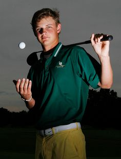 Golf portraits are sometimes challenging but this is nice. Informations About Golf portraits are som Golf Senior Pictures, Sports Pictures, Senior Photos, Graduation Pictures, Senior Portraits, Team Pictures, Senior Boy Poses, Senior Guys, Senior Year