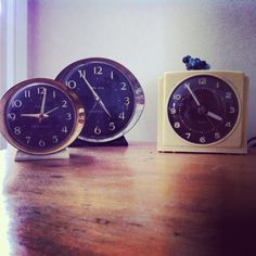 old clocks Old Clocks, Childhood Memories, Big Ben, Lamps, Nostalgia, Decorations, Display, Collections, Watches