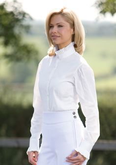 We have worked with Liz Hayman at Equetech to bring you this wonderful long sleeved show shirt with beautiful pleated collar and cuffs in sizes 22. Available in white or cream, the shirt has a diamante top button (plain button also included). It has contoured panels with darts for a shaped flattering fit. Made from soft stretch cotton which gives complete freedom of movement without compromising on style. Features include button down cuffs, subtle pleats to shoulder seam giving fuller…