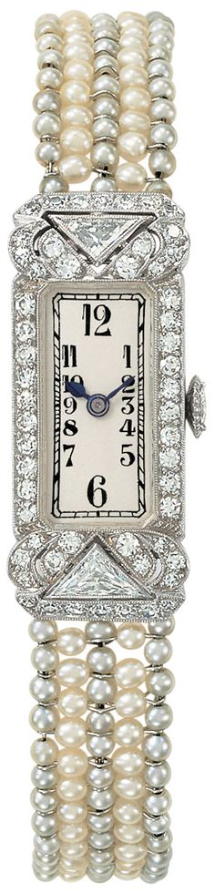 1920s-1930s - . Wristwatches began to get smaller and more precise thanks to improved mechanics. ♥✤