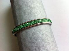 bracelet jonc argenté avec cuir plat à paillette vert émeraude : Bracelet par nessymatriochka