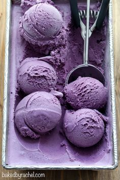 Creamy homemade blueberry ice cream recipe from Rachel {Baked by Rachel} - Rice Krispies - Helados