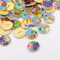 6 x Pretty Retro Floral Wood Buttons 20mm (R8D3) - Only 99p