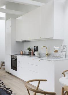 Inspiring Small Loft Styled by Pella Hedeby - Nordic Design Loft Kitchen, Kitchen Interior, New Kitchen, Kitchen Small, Design Kitchen, Gym Interior, Interior Colors, Kitchen Layout, Interior Ideas