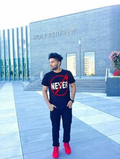 Looking for the Guru Randhawa Wallpaper? So, Here is Collection of Punjabi Singer Guru Randhawa Wallpapers & images With hair Style Hardy Sandhu, Guru Pics, Love Guru, Cute Boy Photo, Lord Shiva Family, Boy Photos, Pop Singers, Photography Services, Film Industry