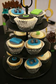 Delicious works of art by @Lynlee ~ Lynlee's Petite Cakes