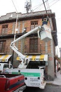Mejoran funcinamiento de luminarias y cableado en Metepec