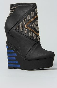 The Cass Shoe in Black by *Sole Boutique...where have you been all my life