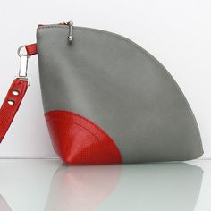 Leather Q-bag clutch / zipper pouch / bag organizer handmade by rinarts