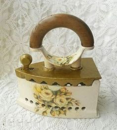Antique Iron, Vintage Iron, Decoupage Furniture, Decoupage Vintage, Country Paintings, Bullet Journal Ideas Pages, Tole Painting, Diy And Crafts, Decorative Boxes