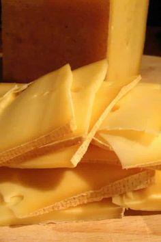 Le fromage à raclette peut se cuisiner autrement qu'à la machine chauffante. Margaux vous file ses 5 recettes qui changent!