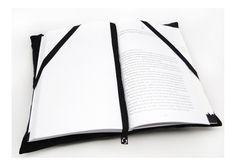 Almofada porta livro, com bolsinho para guardar caneta ou óculos de leitura. Com duas tiras de tecido para segurar o livro, além de uma tira no meio que funciona como marcador de página, presa por botão na parte inferior. Super útil e uma ótima opção de presente! *os objetos utilizados nas fotos ...