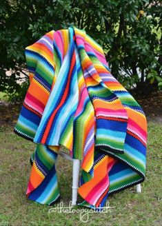 Crochet Mexican Blanket By Emily - Free Crochet Pattern - (theloopystitch)