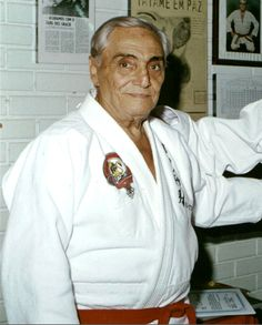Oswaldo Fadda (the first none Gracie 9th degree red belt) received his black belt under Luiz França. Fadda taught jiu jitsu to the poor in Rio because, the Gracie tuition was too high. He taught free of charge to share the gentle art of jiu jitsu with the less privileged. Except Kimura, Fadda is the only one known to have beaten Helio Gracie in a tournament.
