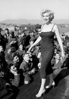 Marilyn Monroe performing in Korea in 1945