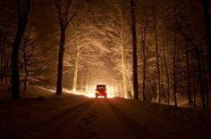 Landrover Defender on the road de noite, con neve, e ganas