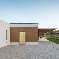 Vinha-casa-blaanc-arquitetura-residencial-montijo-portugal-rammed-terra-joao-morgado_dezeen_936_1