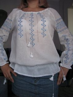 Blusa autóctona m l Embroidery On Kurtis, Kurti Embroidery Design, Shirt Embroidery, Folk Fashion, Fashion Sewing, Kurta Designs, Blouse Designs, Little Dresses, Nice Dresses