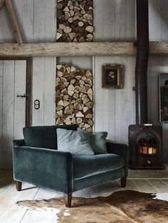 24 Modern Rustic Decor Ideas For a Century Farmhouse Rustic Living Room With Modern FurnitureA sleek, mid-century modern armchair (this one's by Barker and Stonehouse) carves out a contemporary corner in this otherwise rustic room, especially when uph Modern Rustic Decor, Rustic Room, Rustic Chic, Shabby Chic, Rustic Elegance, Bedroom Rustic, Rustic Style, Living Room Furniture, Home Furniture