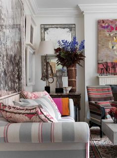 A Living Space is a home décor picture book by British hotel designer Kit Kemp, who shows her interest work in the Firmdale hotels she owns. Living Room Photos, Living Spaces, Living Rooms, Striped Couch, Eclectic Decor, Interiores Design, Decoration, Interior Inspiration, Living Room Designs