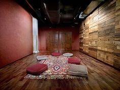 I so need one of these!!    meditation/yoga room