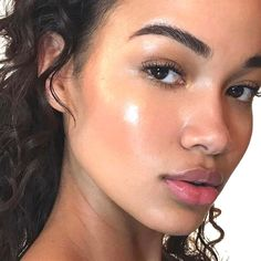 Healthy Glowing Skin Dewy Highlighted Minimal Makeup Of The Day For Summer How T. - Summer Make-Up Beauty Make-up, Beauty Makeup Tips, Natural Beauty Tips, Natural Makeup Looks, Simple Makeup, Beauty Care, Beauty Skin, Beauty Hacks, Beauty Room