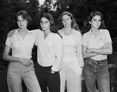 Four sisters have their picture taken together every year for 40 years (1975-2014)