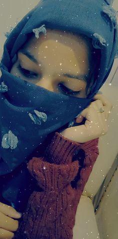Boys Dpz, Girls Dpz, Cute Girl Poses, Cute Girls, Whatsapp Emotional Status, Snap Girls, Urdu Funny Quotes, Pinterest Photography, Teen Girl Photography
