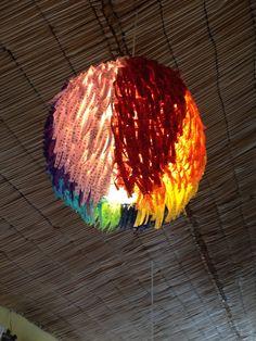 Lustre de fitinhas do Senhor do Bonfim, restaurante Dona Mariquita, Salvador