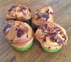 Muffins zijn grote, stoere cupcakes. Je hebt er weinig voor nodig en ze zijn snel klaar. Bak deze chocolate chip muffins in de #Airfryer of oven.