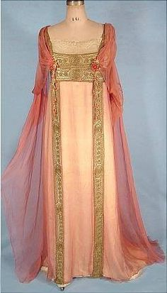 1912 dress by Jeanne Hallee 1912 JEANNE HALLEE, Paris Pink Gossamer Silk Chiffon Gown! A most exquisite gown of this era! Edwardian Dress, Edwardian Fashion, Vintage Fashion, Edwardian Era, Vestidos Vintage, Vintage Gowns, Vintage Outfits, Antique Clothing, Historical Clothing
