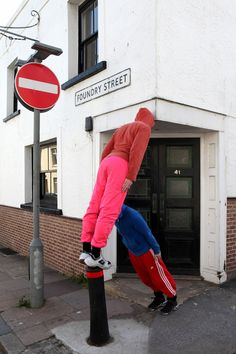 Twisted Dancers Become Human Sculptures on City Streets - My Modern Metropolis