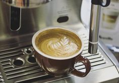 We're playing around with the @breville Oracle today and it's true - texturizing milk for latte art perfection is virtually foolproof on that machine! #espressomachine #reviews #latteart #lookwhatimade #easypeasy #steamwand http://ift.tt/1VbgBi2