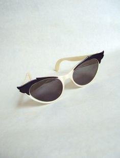 b517150e6a1f 1950s Pearlized ivory and black cat eye sunglasses