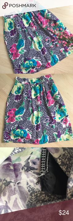 """Vintage navy floral patterned midi skirt Adorable vintage floral skirt! ~26"""" waist and 22"""" long. The skirt is in excellent condition for its age, but the seams are coming apart in the pockets (see pictures). No other flaws. It is marked as a size 6 but please use measurements to best ensure fit as vintage and modern sizing is very different! Vintage Skirts Midi"""