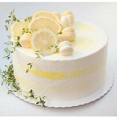 Lemon cake for Moms birthday Pretty Cakes, Cute Cakes, Beautiful Cakes, Amazing Cakes, Buttercream Cake Designs, Macaroon Cake, Dessert Decoration, Dream Cake, Little Cakes