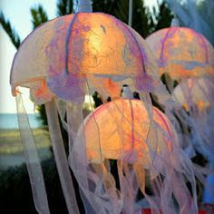 Boys Room Ideas She Loves To Craft: DIY Jellyfish Lantern How Landscape Paintings Can Brighten Up Th Jellyfish Tentacles, Jellyfish Light, Jellyfish Drawing, Jellyfish Aquarium, Jellyfish Painting, Moon Painting, Jellyfish Sting, Watercolor Jellyfish, Jellyfish Tattoo