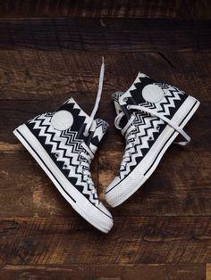 Simple chevron black and white converse