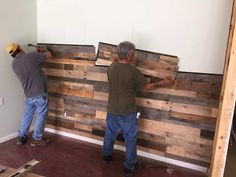 Green wall Pallet - Sustainable Lumber Co Wood Wall Panels Reclaimed Pallet Wood. Pallet Home Decor, Diy Pallet Wall, Diy Pallet Projects, Pallet Walls, Pallet Accent Wall, Pallet Ideas, Wood Plank Walls, Rustic Wood Walls, Wood Wall Paneling