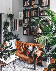 3 Prosperous Cool Ideas: Vintage Home Decor Inspiration Plants french vintage home decor joanna gaines.French Vintage Home Decor Bath vintage home decor antiques patinas.Vintage Home Decor Ideas Retro. Living Room Modern, Home And Living, Living Room Designs, Living Spaces, Vintage Living Rooms, Living Room Warm Colors, Cool Living Room Ideas, Jungle Living Room Decor, Cozy Living Room Warm
